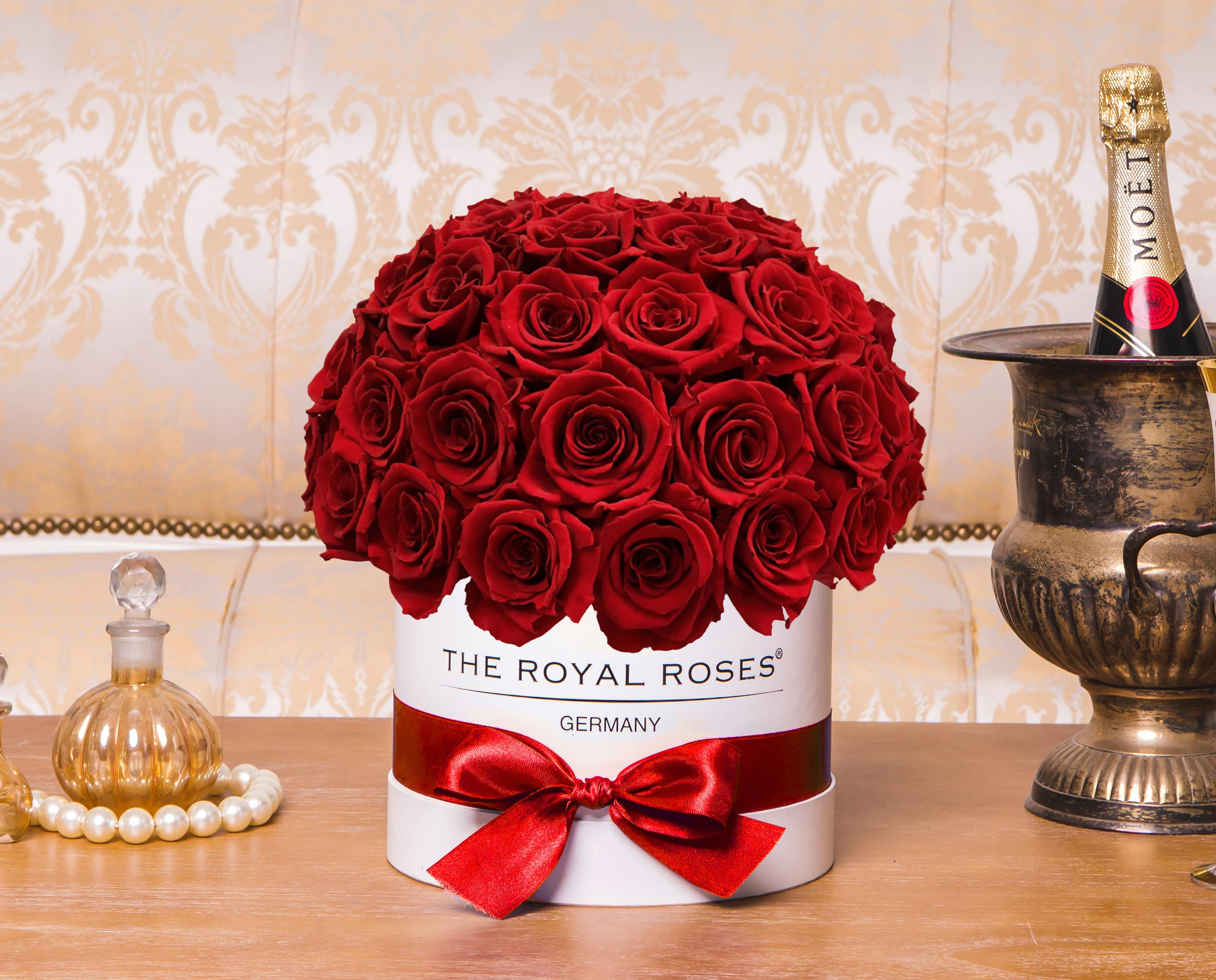royal bonbon box the royal roses rosenbox konservierte rosen. Black Bedroom Furniture Sets. Home Design Ideas