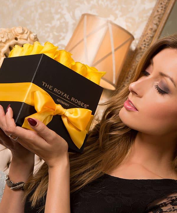 The Royal Roses - Rosenbox - Würfelbox mit gelben Rosen