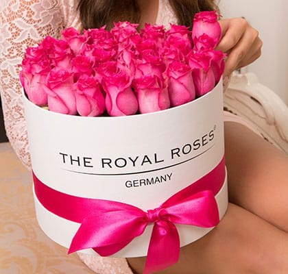 The Royal Roses® Die pinken Rosen im Royal Round Box