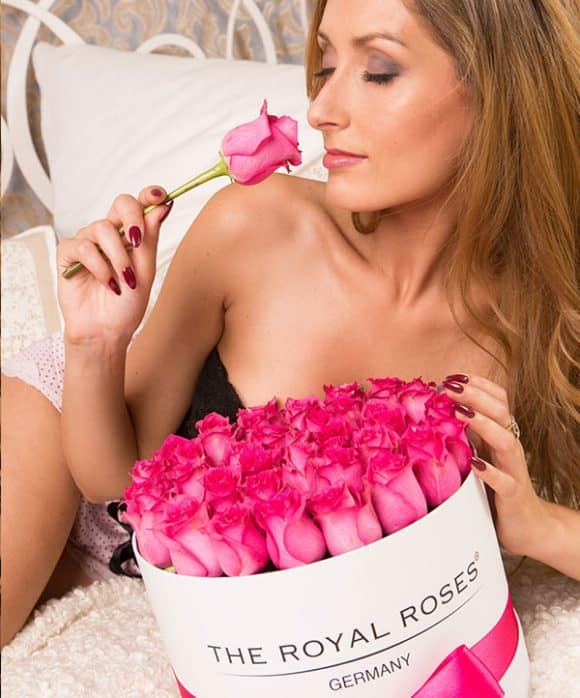 The Royal Roses® Die pinken Rosen in der Royal Round Box - weiß Flower Box