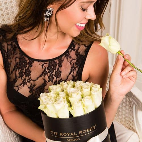 The Royal Roses® Die weißen Rosen in der Royal Round Box Flower Box